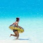 【リサーチ】夏直前!女性がデートで行きたいのは「海」?「プール」?