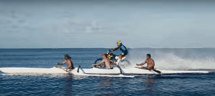 【凄技】ロビー・マッド・マディソンがバイクでサーフィンに挑戦!CG、ワイヤーアクションなし!
