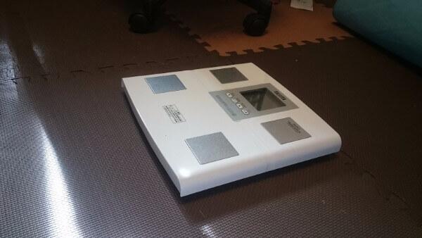 【セシルのもくろみ】白の体重計はタニタ食堂の体重計?!
